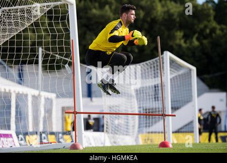 Marbella, Spain. 11th Jan, 2017. Dortmund goalkeeper Roman Buerki jumping over hurdles during training at the Borussia - Stock Photo