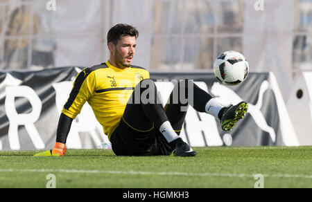 Marbella, Spain. 11th Jan, 2017. Dortmund goalkeeper Roman Buerki catches a ball with his foot during training at - Stockfoto
