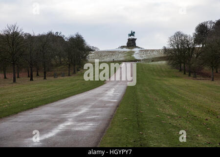 Windsor, UK. 13th January, 2017. A sprinkling of snow on Snow Hill in Berkshire. There was less snow than anticipated - Stock Photo