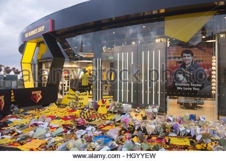 Watford, Hertfordshire, UK. 14th Jan, 2017. Watford Fans pay tribute to Graham Taylor at Vicarage Road by laying - Stock Photo