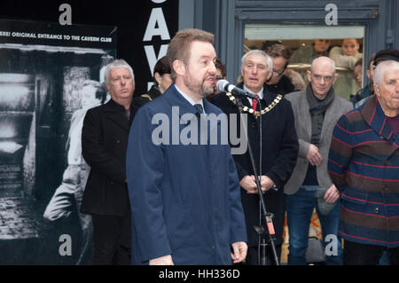 Liverpool, UK. 16th January 2017. Robert Willis, son of the late star, Cilla Black, attend the unveiling of a bronze - Stock Photo