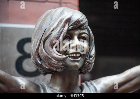Liverpool, UK. 16th January 2017. A bronze sculpture of Liverpool born singer and TV star, Cilla Black, is unveiled - Stock Photo