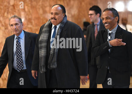 New York, USA. 16th Jan, 2017. Martin Luther King III (center) is seen arriving in the lobby of the Trump Tower - Stock Photo