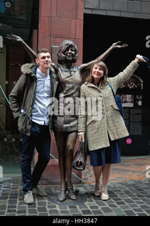 Liverpool, UK. 16th January, 2017. A large bronze statue of Cilla Black was unveiled on Mathew Street, Liverpool - Stock Photo