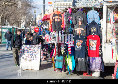 Washington DC, USA. 18th Jan, 2017. Near the White House in Washington, DC, street vendors sell buttons and clothing - Stock Photo