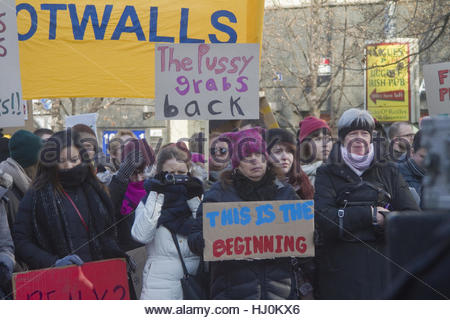 Prague, Czech Republic. 21st Jan, 2017. Protesters hold various signs as approximately 800 people gather under the - Stock Photo