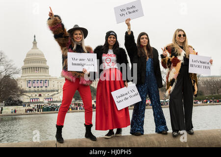 Washington, USA. 21st Jan, 2017.Demonstrators pose in front of the U.S. Capitol building during the Women's March - Stock Photo