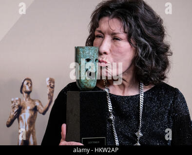 Los Angeles, USA. 29th Jan, 2017. Lily Tomlin, recipient of the Lifetime Achievement Award, poses in the press room - Stock Photo