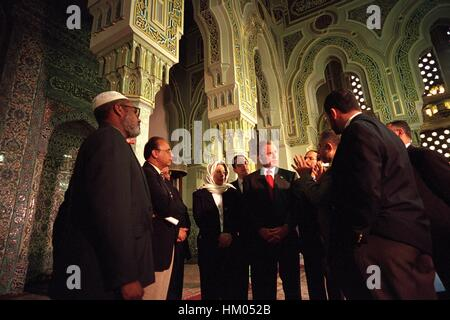 President George W Bush stands with community leaders before delivering remarks at the Islamic Center of Washington, - Stock Photo