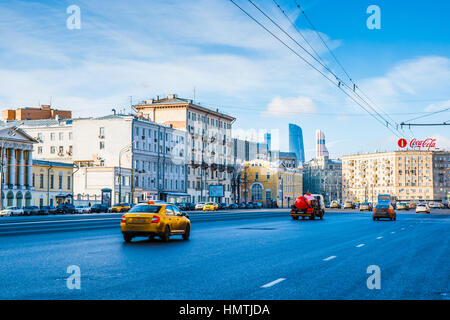 Moscow, Russia. 5th Feb, 2017. Low traffic along Zubovsky boulevard of the Garden Ring. Cold but sunny and quiet - Stock Photo