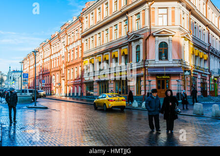 Moscow, Russia. 5th Feb, 2017. Unidentified people walk along Arbat street. This pedestrian street is one of the - Stock Photo