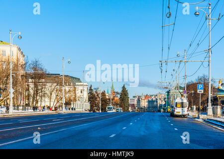 Moscow, Russia. 5th Feb, 2017. View of Volkhonka street in the direction to the Kremlin. The temperature is about - Stock Photo