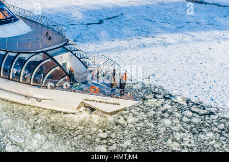 Moscow, Russia. 5th Feb, 2017. Icebreaking tourist boat goes up the Moscow river. Unidentified people on board the - Stock Photo
