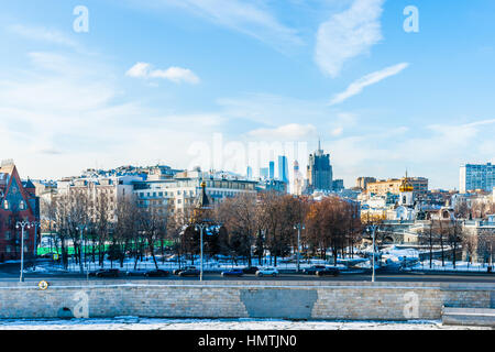 Moscow, Russia. 5th Feb, 2017. Prechistenskaya embankment of the Moscow river in winter. Tall building of the Ministry - Stock Photo