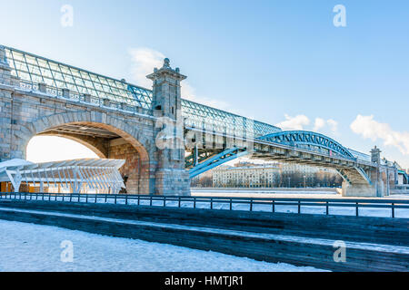 Moscow, Russia. 5th Feb, 2017. View of Andreevsky pedestrian bridge over the Moscow river from Gorky Park at an - Stock Photo