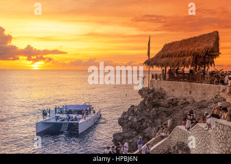 Ricks Cafe open air bar , Rick´s viewpoint at sunset, Catamaran, nightlife, Negril Jamaica, - Stock Photo
