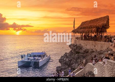 Ricks Cafe open air bar , Rick´s viewpoint at sunset, Catamaran, nightlife, Negril Jamaica, - Stock Photo