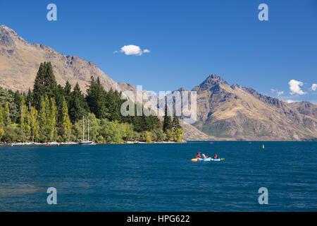 Queenstown, Otago, New Zealand. Kayaking in Queenstown Bay, Lake Wakatipu, Walter Peak in background. - Stock Photo