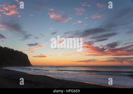 Okarito, Westland Tai Poutini National Park, West Coast, New Zealand. Colourful sky over the Tasman Sea, dusk. - Stock Photo