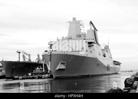 USS New York arrives at Naval Station Norfolk after a deployment to the United States 5th and 6th fleet areas of - Stock Photo