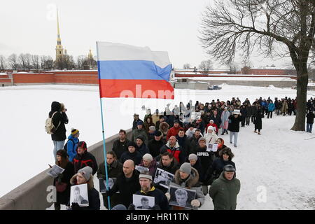 St Petersburg, Russia. 26th Feb, 2017. Participants in a march in memory of Russian politician Boris Nemtsov on - Stock Photo