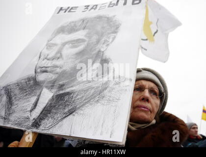 St Petersburg, Russia. 26th Feb, 2017. An elderly woman carries a portrait of Boris Nemtsov as she takes part in - Stock Photo