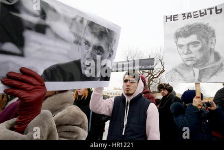 St Petersburg, Russia. 26th Feb, 2017. People carry portraits of Boris Nemtsov as they take part in a march in memory - Stock Photo
