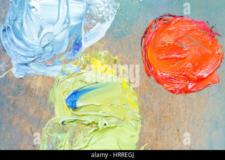 close up of oil paints mixed on an artist's palette - Stockfoto