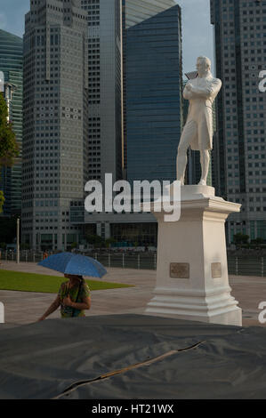 28.09.2016, Singapore, Republic of Singapore - The statue of Sir Thomas Stamford Raffles which is situated at the - Stock Photo