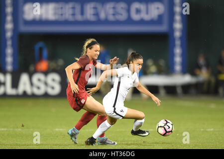 Washington DC, USA. 07th Mar, 2017. France's Sakina Karchaoui (23) battles USA's Lynn Williams (12) during the match - Stock Photo