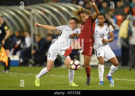 Washington DC, USA. 07th Mar, 2017. USA's Casey Short (7) battles France's Camile Abily (10) during the match between - Stock Photo