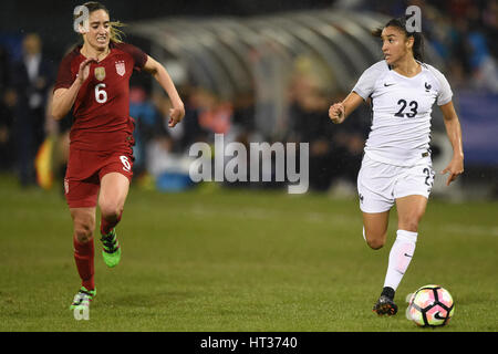 Washington DC, USA. 07th Mar, 2017. USA's Morgan Brian (6) chase after France's Sakina Karchaoui (23) during the - Stock Photo