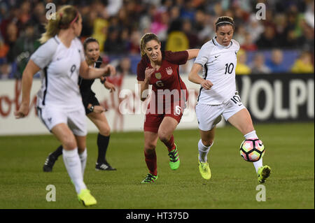Washington DC, USA. 07th Mar, 2017. France's Camile Abily (10) controls the ball during the match between the women's - Stock Photo