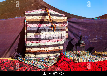 Closeup on berber nomad tents on morocco desert - Stockfoto