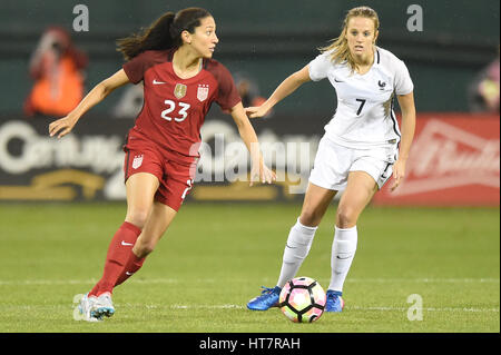Washington DC, USA. 07th Mar, 2017. USA's Christen Press (23) beats out France's Sandie Toletti (7) for ball possession - Stock Photo