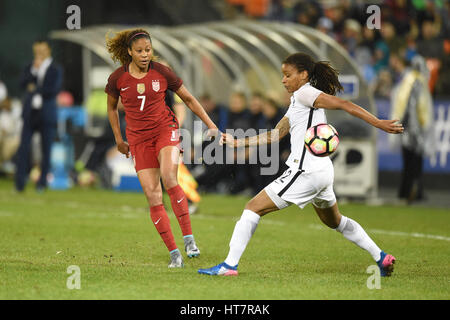 Washington DC, USA. 07th Mar, 2017. USA's Casey Short (7) passes the ball past France's Elodie Thomis (12) during - Stock Photo