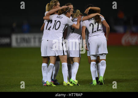 Washington DC, USA. 07th Mar, 2017. The French team celebrates a second goal from Eugenie Le Sommer (9) early in - Stock Photo