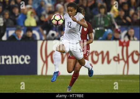 Washington DC, USA. 07th Mar, 2017. France's Amel Majri (22) beats out USA's Casey Short (7) during the match between - Stock Photo