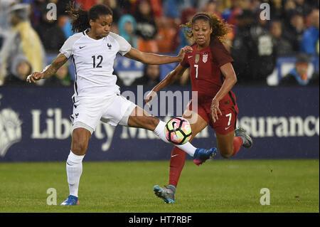 Washington DC, USA. 07th Mar, 2017. USA's Casey Short (7) battles France's Amel Majri (22) during the match between - Stock Photo