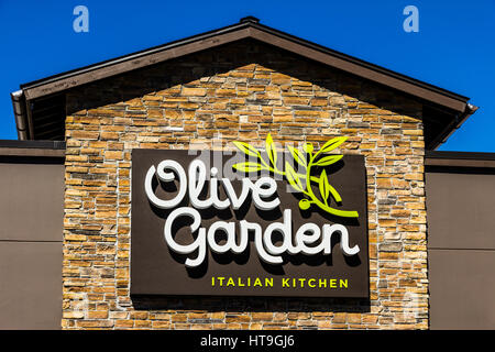 Exterior Of Olive Garden Italian Restaurant Usa Stock Photo Royalty Free Image 61969562 Alamy