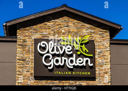 Exterior Of Olive Garden Italian Restaurant Usa Stock Photo Royalty Free Image 61969562 Alamy