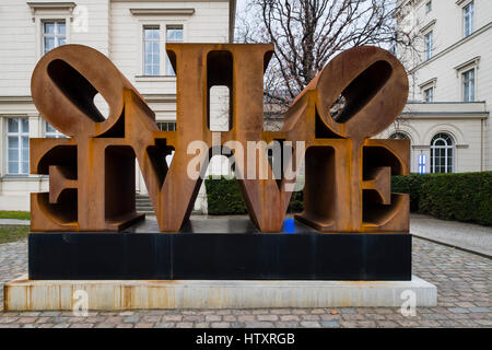 Imperial Love sculpture by Robert Indiana at Hamburger Bahnhof modern art museum in Berlin, Germany - Stockfoto