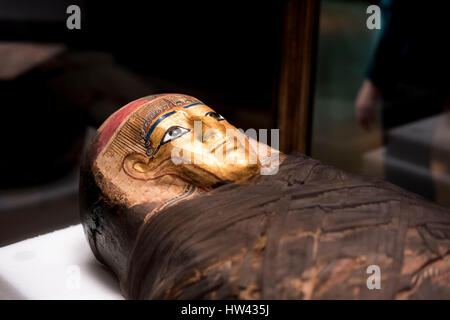New York, USA. 16th Mar, 2017. A gold-masked coffin named 'Gilded Lady' is displayed at the preview of the 'Mummies' - Stock Photo