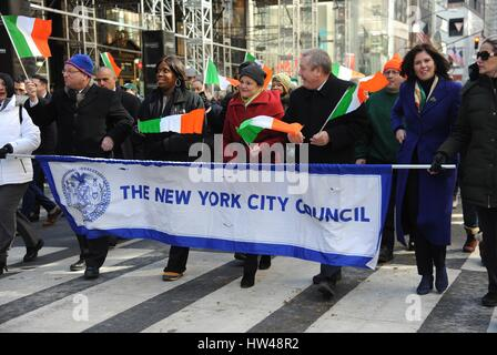 New York, NY, USA. 17th Mar, 2017. New York City Council members out and about for 256th Annual St. Patrick's Day - Stock Photo