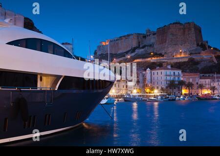 France, Corse du Sud, Corsica South Coast Region, Bonifacio, port and Citadel, dawn - Stockfoto
