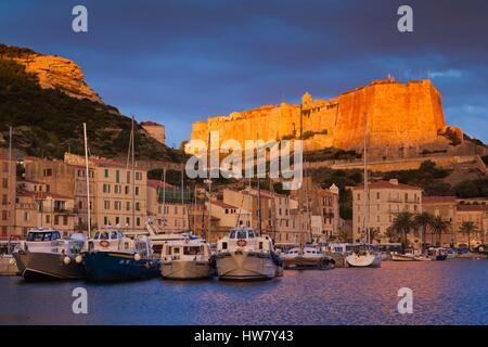 France, Corse du Sud, Corsica South Coast Region, Bonifacio, port and Citadel, sunrise - Stockfoto