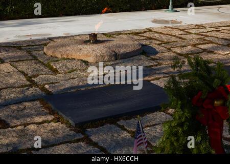 President John F Kennedy gravesite and eternal flame at Arlington National Cemetery, Arlington, VA, USA - Stock Photo