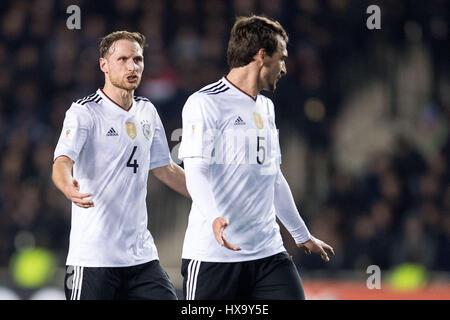 Baku, Azerbaijan. 26th Mar, 2017. Germany's Benedikt Hoewedes (L) talks to teammate Mats Hummels during the FIFA - Stock Photo