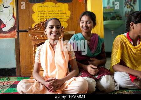 Girls from the Happy Homes refuge. THREE BRITONS are saying E-OH to the Subcontinent by taking on the eccentric - Stock Photo