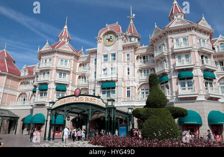 entrance to the disneyland resort paris theme park. Black Bedroom Furniture Sets. Home Design Ideas